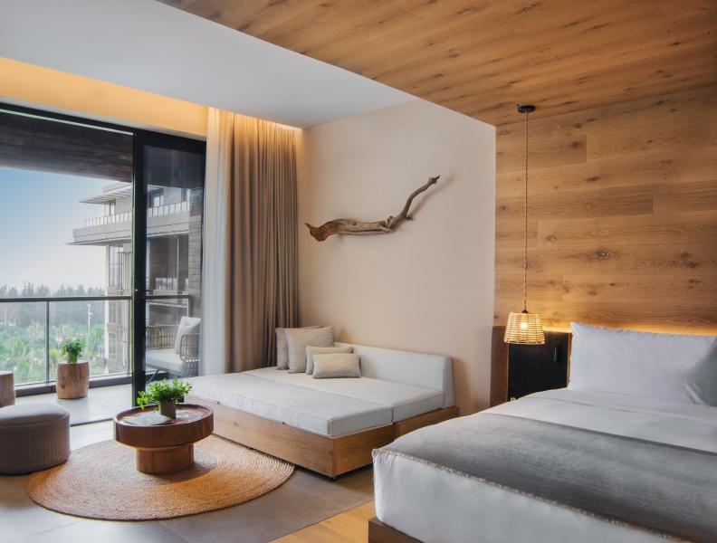 Ocean Pool View King with Sofa Bed 海景泳池景观客房-大床带沙发床