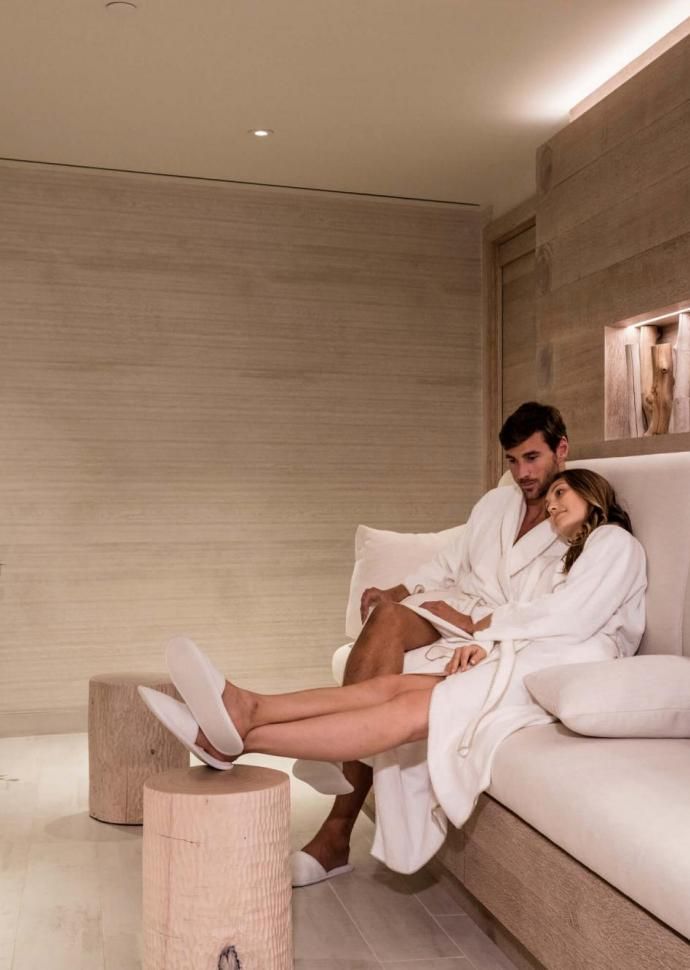 glass-enjoys-organic-luxury-bamford-haybarn-spa-brooklyn-bridge-nyc