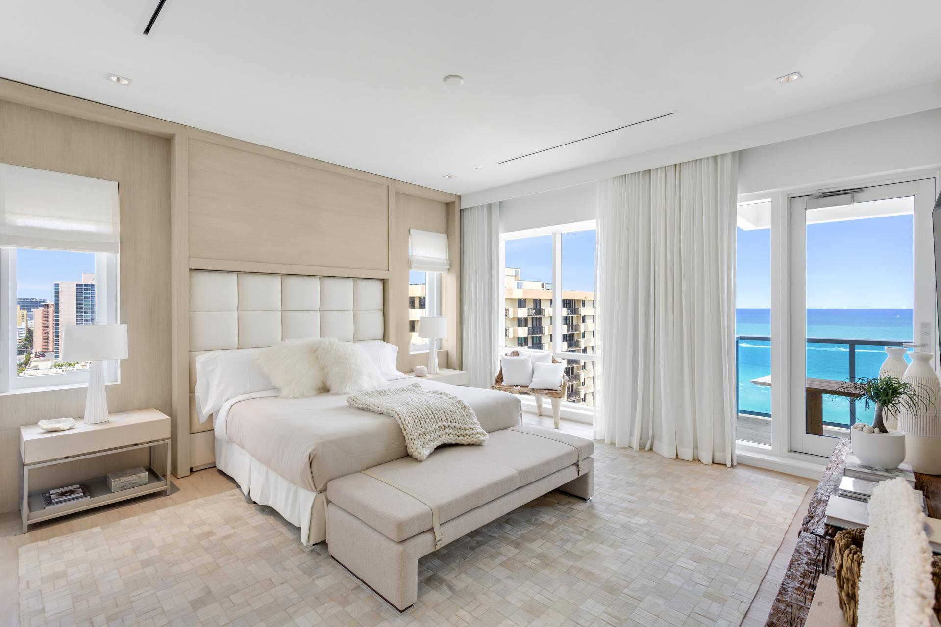 3BR ocean view penthouse with balcony - Kitchen