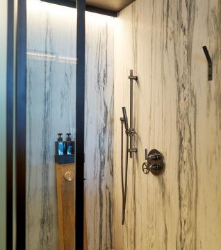 1 Hotel Brooklyn Bridge shower